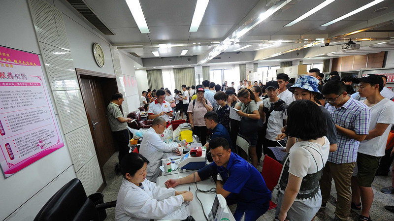 Hangzhou citizens queue to give blood after deadly gas explosion