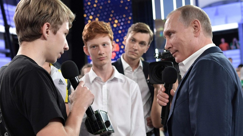 'I'm not into Instagram': Putin's TV appearance to court teenagers<br>