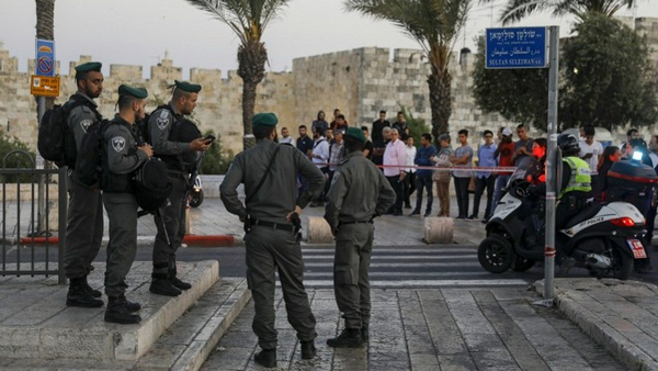 "Israeli injured in ""apparent"" Palestinian knife attack: police"