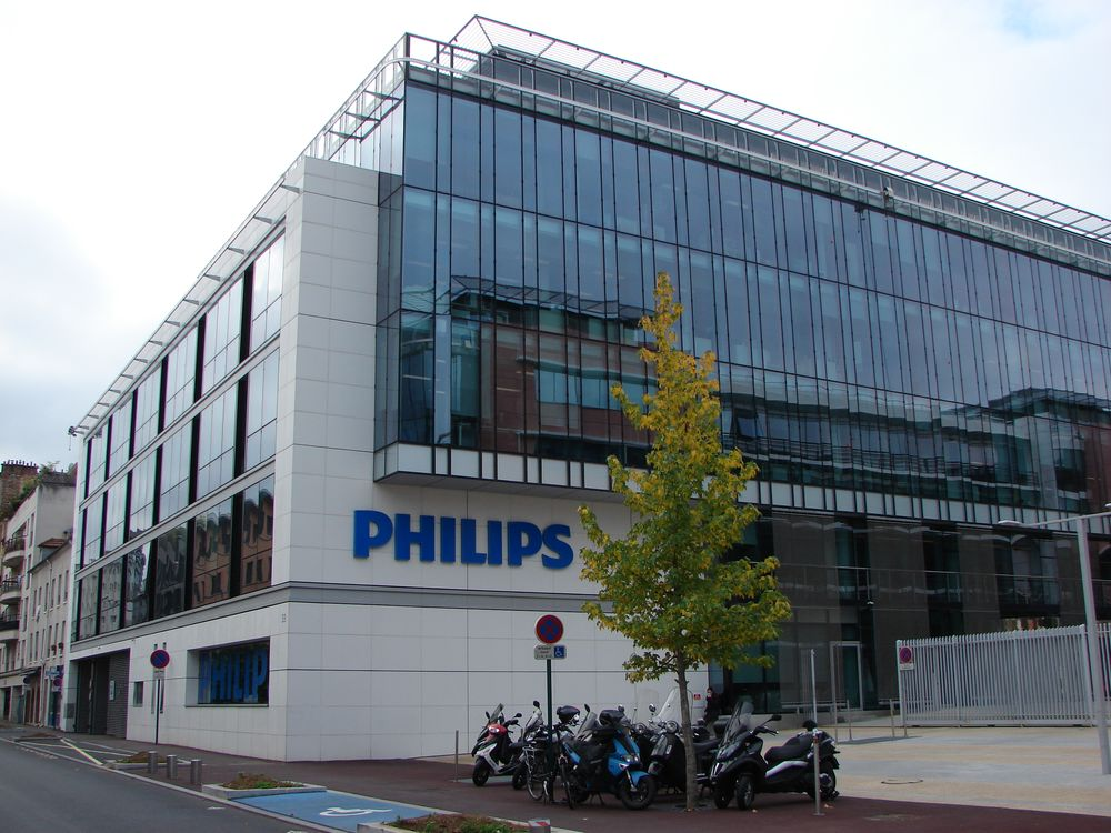 Electronics giant Philips profits fall 32.9% in second quarter
