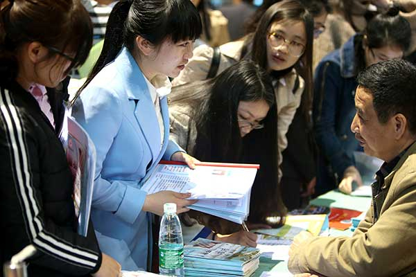 More graduates choosing to work in second-tier cities in China